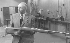 Niels Larsen med en M48-riffel i 1945. Foto Eduard Christoffersen
